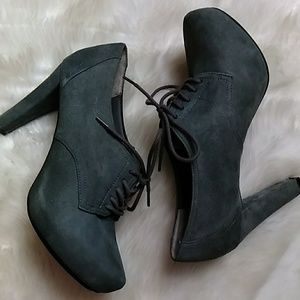 Me Too Gray Suede Oxfords 7.5